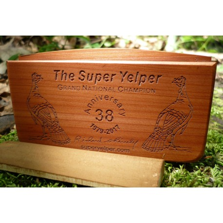 Super Yelper Cedar Scratch Box